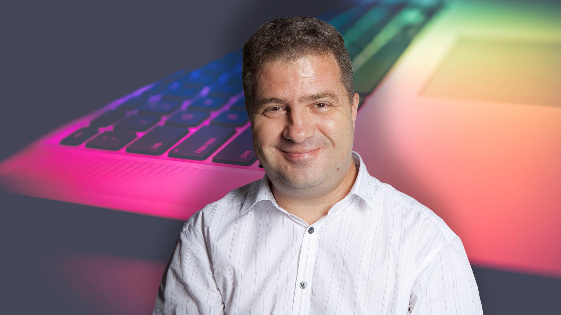 onlinemarketing, Gergely Gábor, a Honlapragasztó kitalálója